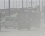 Khói bụi trên xa lộ Hà Nội tra tấn người dân