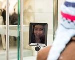 Robot xếp hàng chờ mua iPhone 6S tại Australia