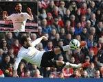 Pha ngả bàn đèn ngoạn mục của Mata làm tung lưới Liverpool