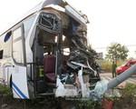 Xe giường nằm và xe tải đâm nhau, hơn 20 người bị thương