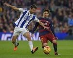 Trọng tài hai lần để bóng chạm người, Sociedad suýt nhận bàn thua đau