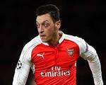 Ghi bàn khủng hơn tiền đạo, Ozil được HLV Wenger ca ngợi hết lời