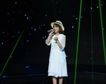 Giọng hát Việt: Phùng Khánh Linh chạm tim khán giả với Tuổi thơ con