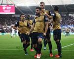 Thắng đậm Swansea, Arsenal tiếp tục chia sẻ ngôi đầu với Man City