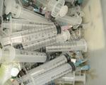Kinh hoàng nhựa tái chế y tế sử dụng trong dịch vụ ăn uống