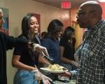 Tổng thống Obama ăn mừng Lễ Tạ ơn cùng người vô gia cư