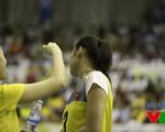"""VTV Cup 2015: Trần Thúy bị Lê Thúy """"thượng cẳng chân, hạ cẳng tay"""""""