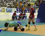 VTV Cup 2015: Ứng viên hoa khôi CLB Liêu Ninh ngã dúi dụi