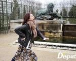 Park Shin Hye một mình thưởng ngoạn Paris