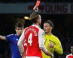 """HLV Wenger """"khen đểu"""" Diego Costa sau tấm thẻ đỏ của Mertesacker"""