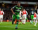 Arsenal 1-2 Swansea: Pháo thủ tự bắn vào chân mình