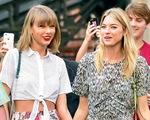 Bạn thân Taylor Swift khen Tom Hiddleston hết lời