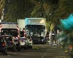 """Toàn cảnh xe tải """"điên"""" lao vào đám đông xem pháo hoa tại Pháp"""