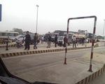 Cấm ô tô trên cầu Việt Trì, xe máy cũng gặp khó