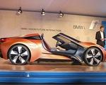 Bất ngờ với siêu xe tự lái BMW i8 Spyder trong mơ