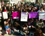 Hàng trăm phụ nữ Argentina biểu tình đòi quyền cho con bú tại nơi công cộng