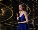 Đoạt Oscar, sao phim Kong: Skull Island nhận chúc mừng từ vợ Adam Levine