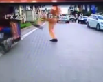 Tạm đình chỉ cảnh sát 'đá người vi phạm' tại Hà Nội