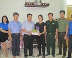 Đoàn Thanh niên VTV thăm tặng quà gia đình chiến sĩ trên máy bay CASA 212 gặp nạn  VTV.vn - Đoàn Thanh niên các cơ quan đã đến thăm hỏi và tặng quà cho 03 gia đình liệt sỹ trong tổ bay CASA 212 đã hy sinh trong khi làm nhiệm vụ hồi tháng 6 vừa qua.