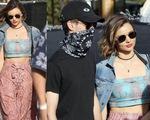 Miranda Kerr nắm chặt tay phi công trẻ ở Coachella 2016