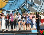 Thí sinh Hoa hậu Biển Việt Nam kiên trì đội nắng tập catwalk