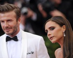 """Victoria Beckham cho chồng ăn """"bột ngọt"""""""