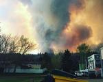 Giá dầu tăng vọt sau vụ cháy rừng ở Canada