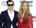 Jennifer Lopez phủ nhận đính hôn với tình trẻ