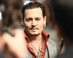 Bị vợ cáo buộc bạo hành, Johnny Depp vẫn vui vẻ