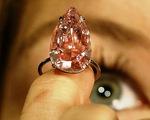 Đấu giá viên kim cương giọt lệ hồng lớn nhất thế giới