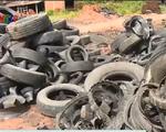 Sóc Trăng: Người dân đóng chặt, dán kín cửa vì nhà máy gạch đốt lốp xe