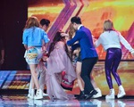 Nhân tố bí ẩn: Thành viên nhóm S Girls ngất xỉu trên sân khấu