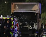 """Pháp: Xe tải """"điên"""" lao vào đám đông xem pháo hoa, 80 người tử nạn"""