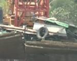 Trục vớt thành công tàu đẩy sà lan đâm sập cầu Ghềnh