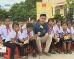 Giải xe đạp quốc tế VTV Cúp Tôn Hoa Sen 2016: Chương trình 'Tôn Hoa Sen cùng em đi học' đến TP Huế