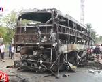 Hiện trường hai xe khách tông nhau bốc cháy khiến 13 người tử vong