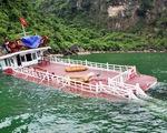 Tàu du lịch trên vịnh Hạ Long bị chìm trong đêm
