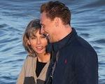 """Taylor Swift đã bị """"Loki"""" Tom Hiddleston tán tỉnh như thế nào?"""