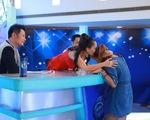 Vietnam Idol: Cô gái Philippines nức nở vì được trao vé vàng