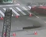 Trung Quốc: Hố tử thần bất ngờ xuất hiện... giữa đường