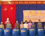 Hơn 200 bồn chứa nước sạch cho người dân nghèo Bến Tre