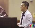 Lam Trường vừa chơi piano vừa hát Tình thôi xót xa khiến fan tan chảy
