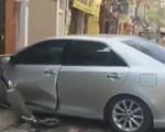 Hà Nội: Camry mất lái, 3 người thương vong