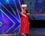 MC Americas Got Talent vượt quyền tặng nút vàng cho cụ bà 90 tuổi