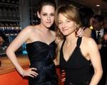 Jodie Foster tự hào về Kristen Stewart