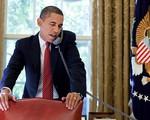 Tổng thống Obama khuyên thủ môn Howard cạo râu trước khi về nước