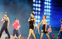 Tóc Tiên khoe vũ đạo nóng bỏng trong buổi tổng duyệt VTV Awards 2015