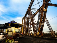 Cầu Long Biên - nơi hiện tại nối liền quá khứ