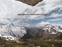Tạo hình độc nhất vô nhị của hàng trăm nhà leo núi