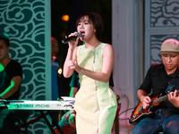 Văn Mai Hương mừng sinh nhật cùng bốn hotboy nhạc Việt